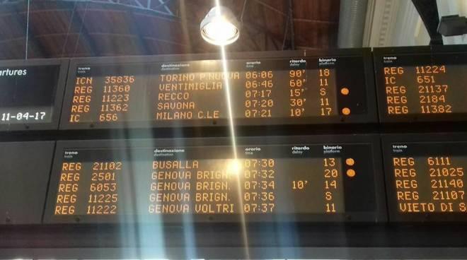 ritardo treni foto fb