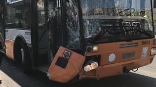Stazione marittima, bus dopo la rottura dello sterzo