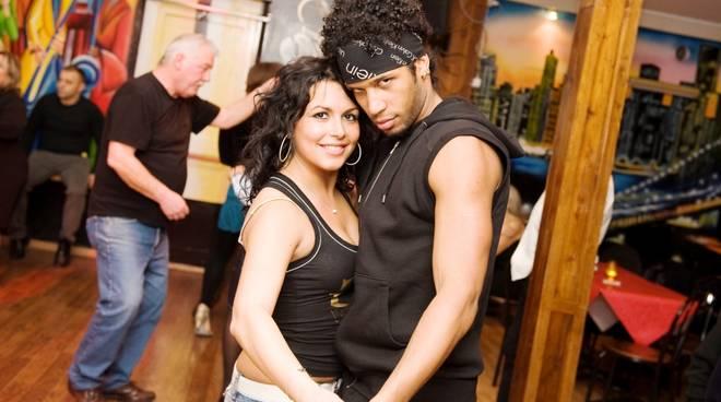 Reggaeton, liscio, kizomba e bachata nel weekend del Caribe Club