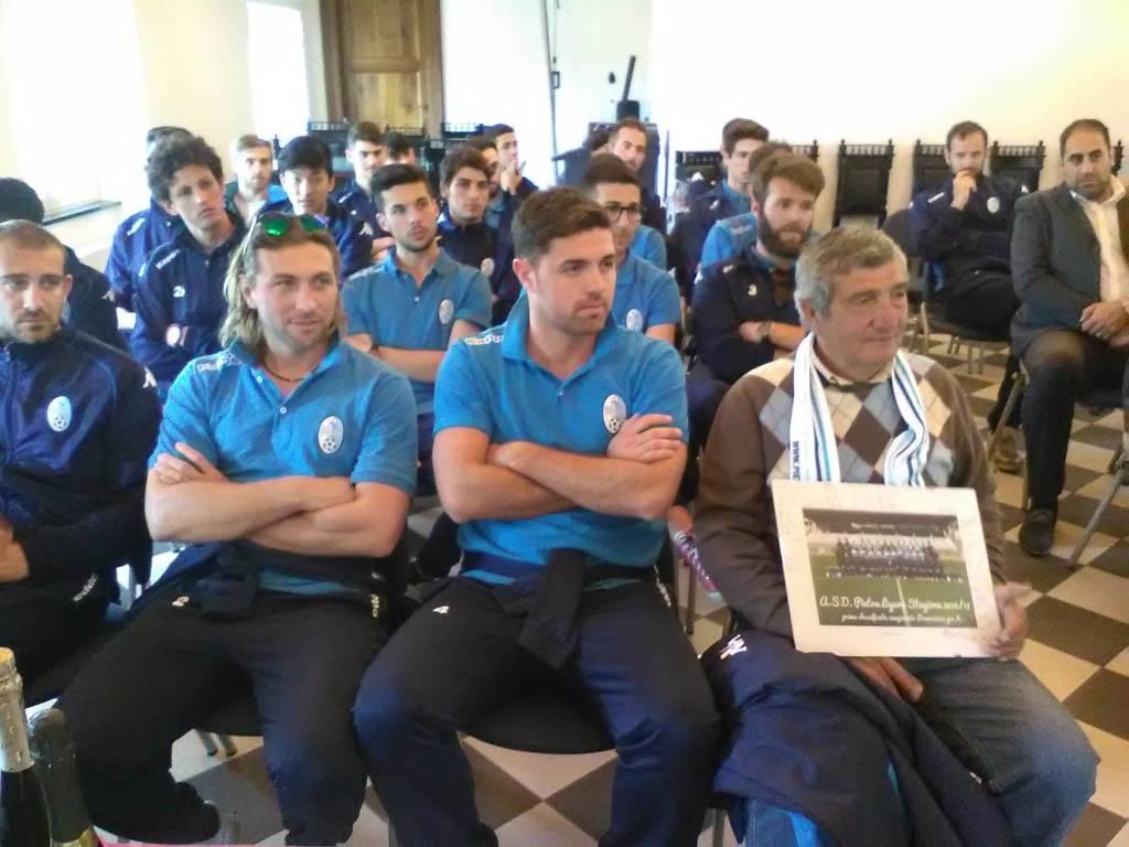 In municipio la festa per la promozione del Pietra Calcio