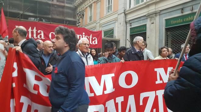 Al lavoro anche il 1° Maggio, protesta alla Giorgio Armani Operations