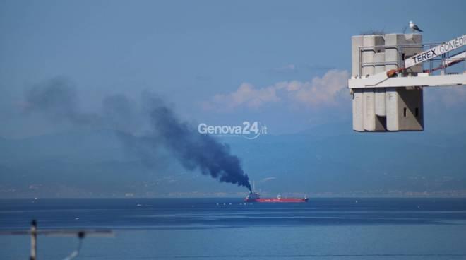 nave mercantile fumo