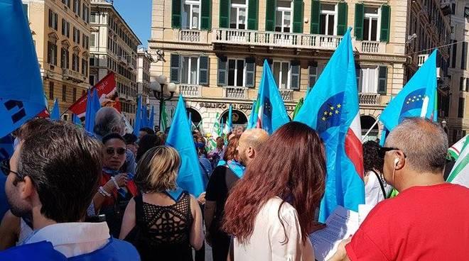 Protesta mense, turismo, pulizie