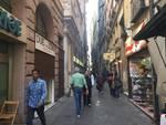 Via San Luca: saracinesche abbassate