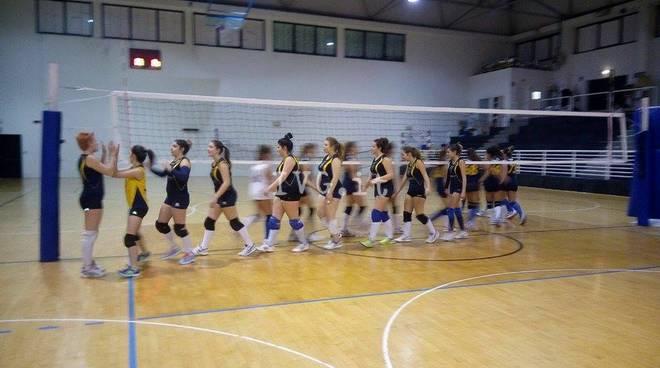 Volley: doppio 3 a 0 per la 3^ D BLU ai Play Off contro il Val Bormida