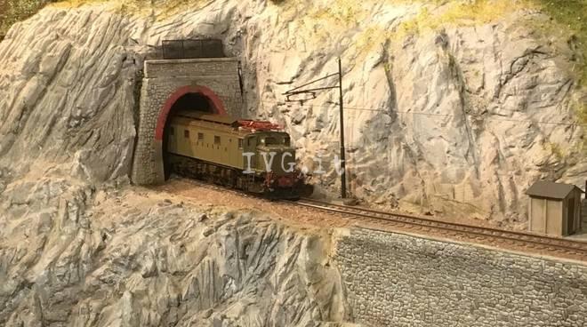 Trenini in partenza dalla stazione di Mallare