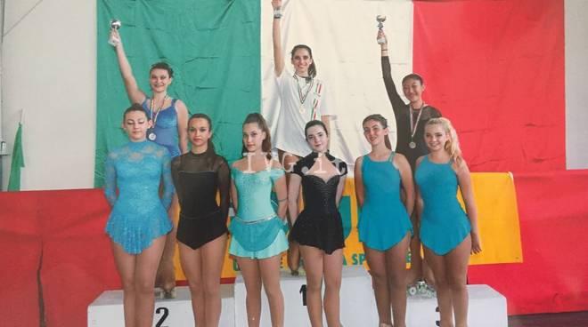 Skate zinola 2000 due argenti e un bronzo al Cup international di solo dance 2017
