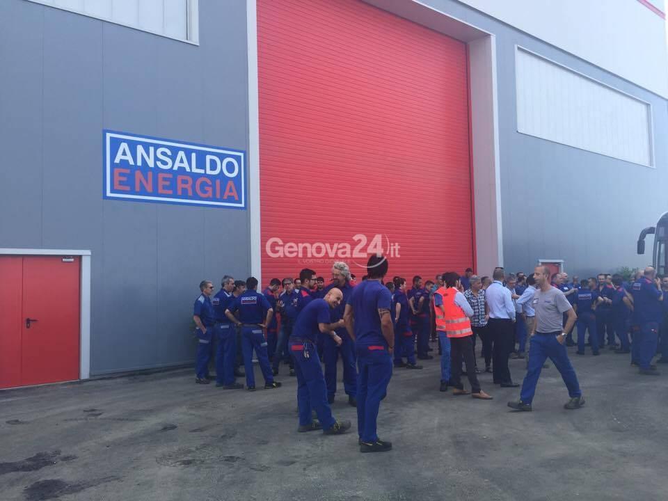 Ilva: lo sciopero davanti all'Ansaldo il giorno della sua inaugurazione