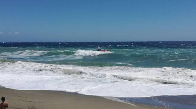 Salvataggio in mare al Prolungamento di Savona