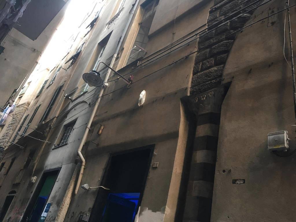 Lavorano Spesso Alle Finestre in rianimazione la bimba caduta dalla finestra, i familiari
