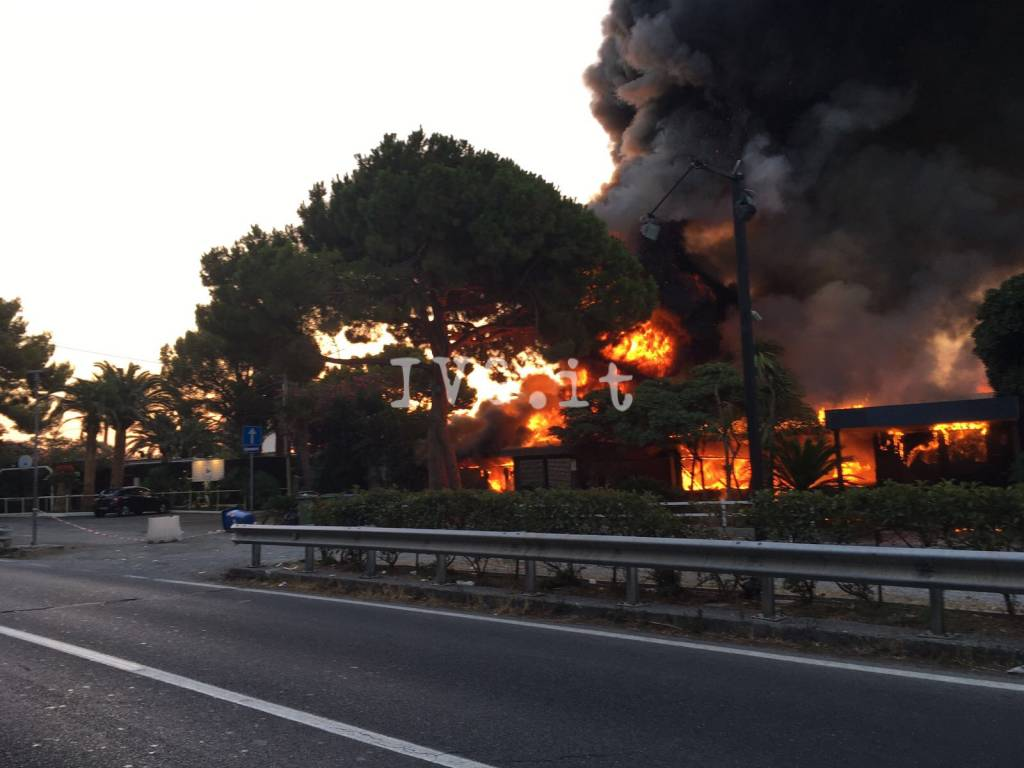 Alassio, incendio al Joy