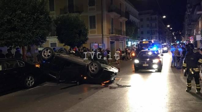 Alassio, auto si cappotta nella notte: tre feriti