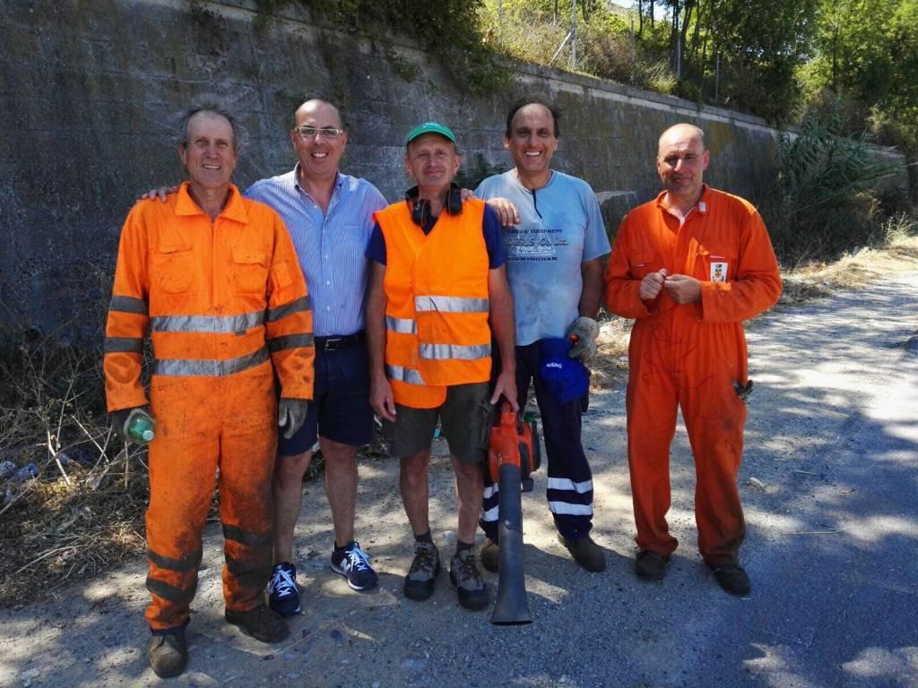 Borghetto, i giardinieri del Comune lavorano gratis mezza giornata