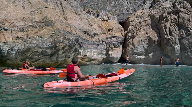 Escursioni guidate in kayak a Capo Noli