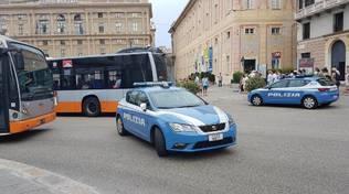 De Ferrari: caccia al rapinatore in pieno centro, fermati due bus