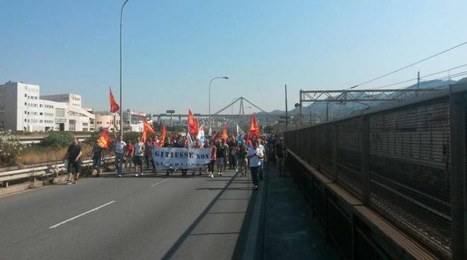 Gitiesse: la protesta continua, corteo in val Polcevera