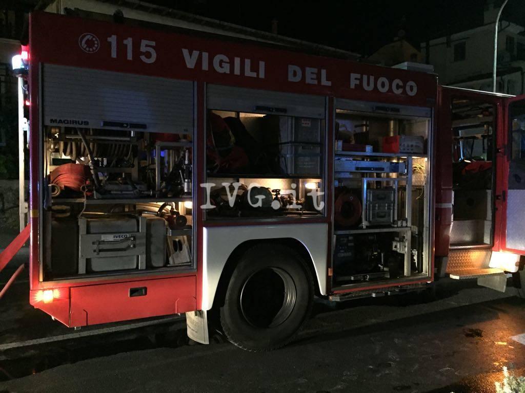 incendio borsetto notte vigili del fuoco vvff fiamme