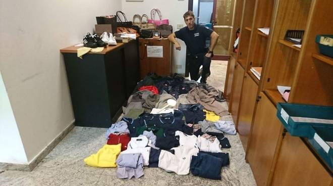 Merce contraffatta Polizia Municipale Albenga