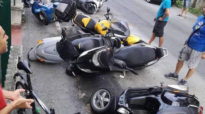 moto scooter a terra caduti
