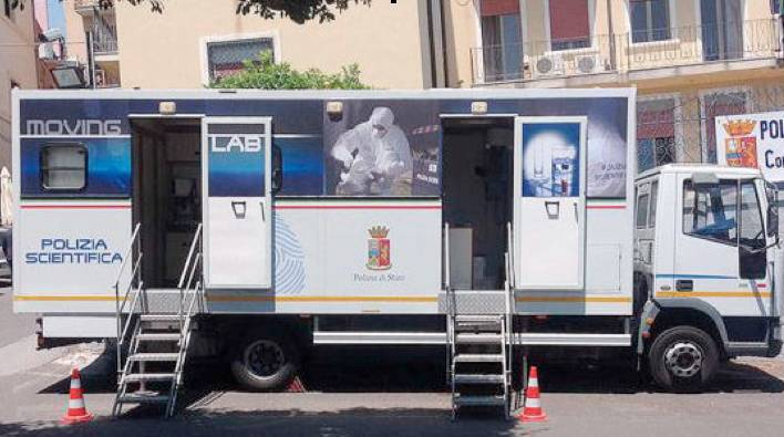 polizia scientifica moving lab