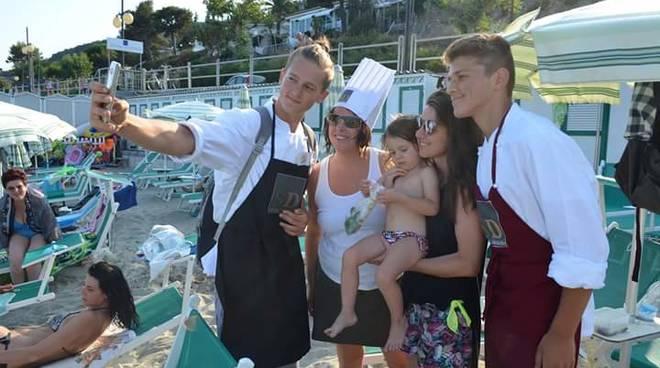 selfie spiaggia andora