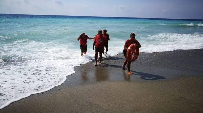 spiaggia libera attrezzata ponente finale