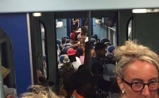 treno affollato