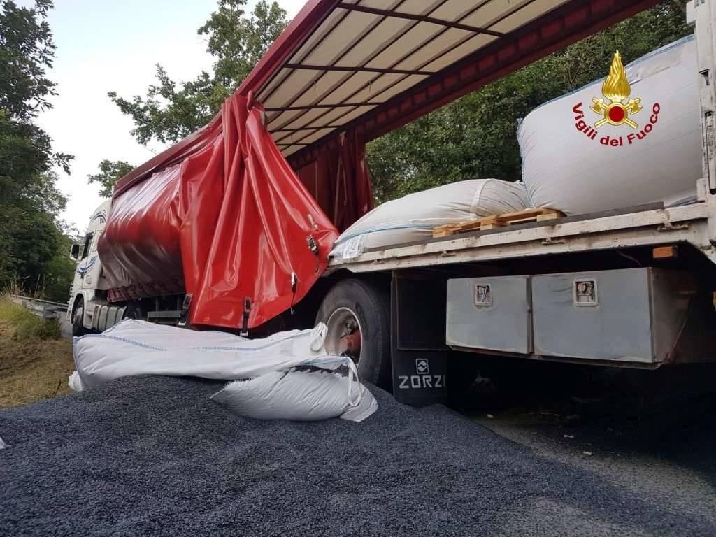 vigili del fuoco operazione camion busalla