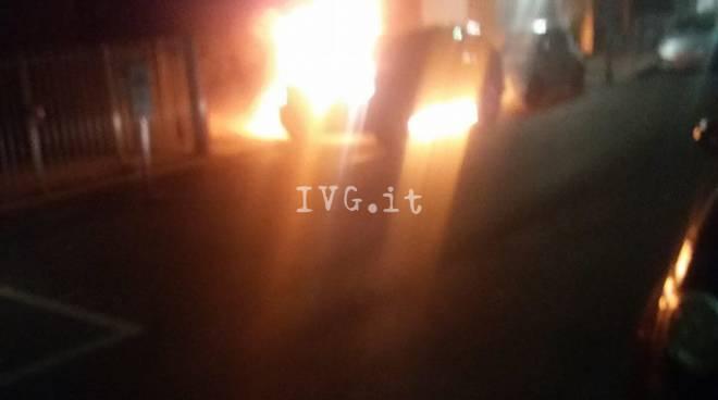 auto incendiate ad alassio