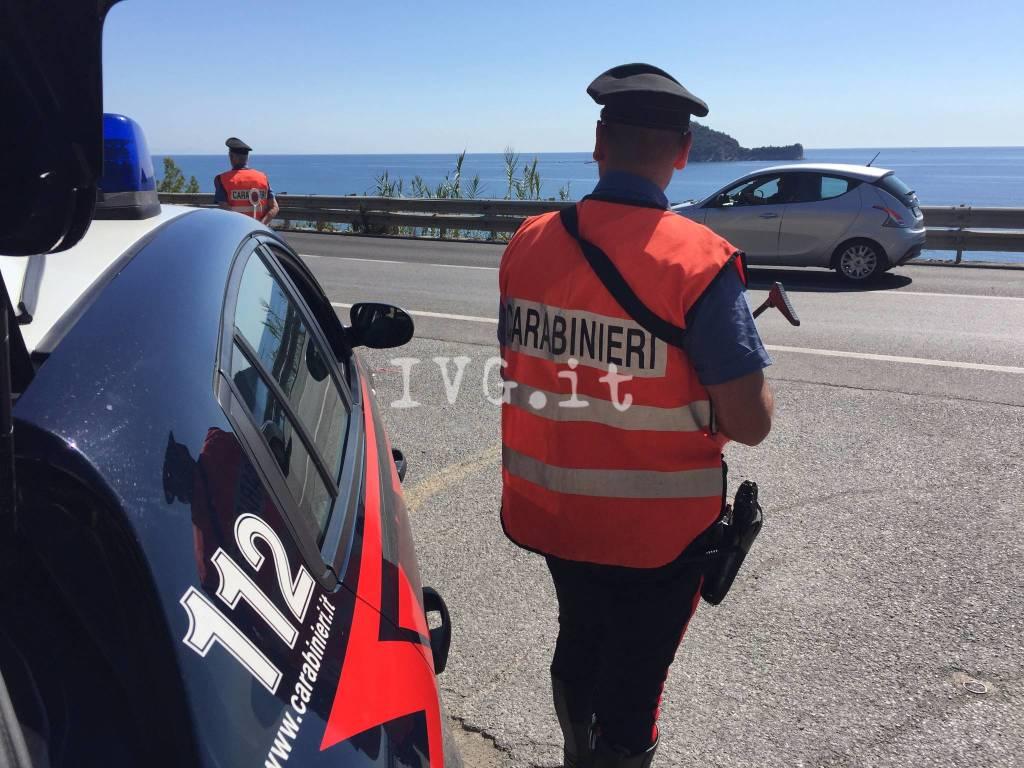 carabinieri alassio spiaggia controlli stradali
