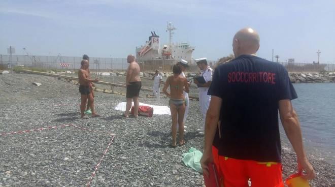Genova Multedo, bagno in mare fatale per un 77enne