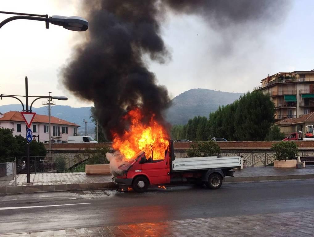 incendio autocarro