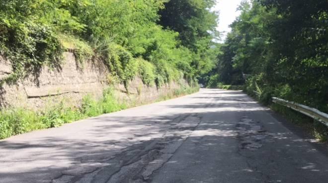strade colabrodo asfalto buche