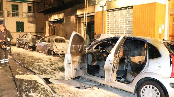 tre auto incendiate ad alassio