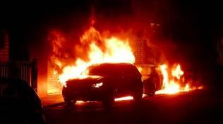 Tre auto incendiate nella notte ad Alassio