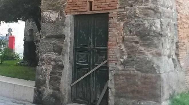 Vandalismo porta torre Corsi Savona