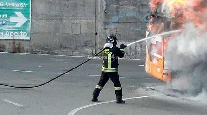 bus amt fiamme voltri