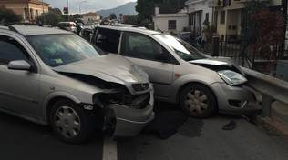 Carambola tra auto sull'Aurelia ad Albenga