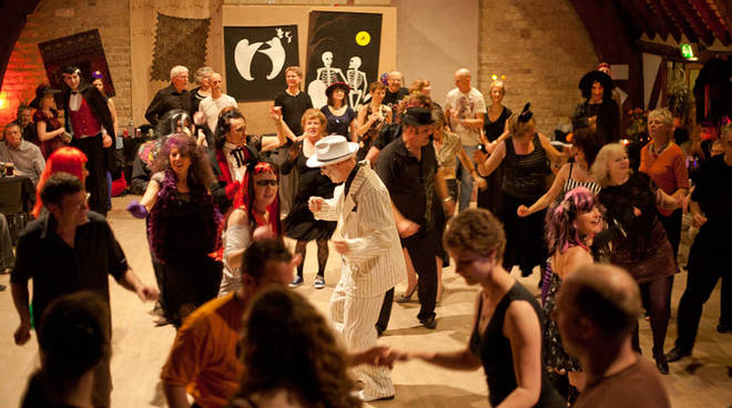 Villa Bombrini: Halloween a ritmo Swing e Rock \'n\' Roll con gli Zenaswingers