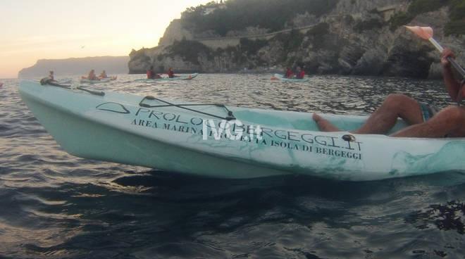 Escursione guidata in canoa all\'interno dell\'Area Marina Protetta Isola di Bergeggi