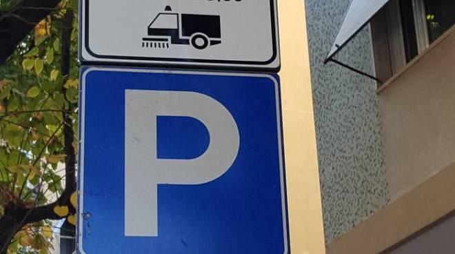 Cartello spazzamento Pontelungo Albenga