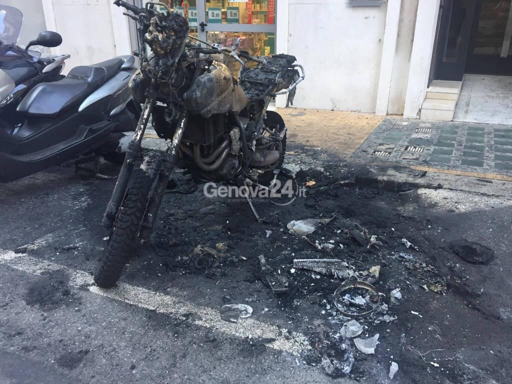 incendio moto