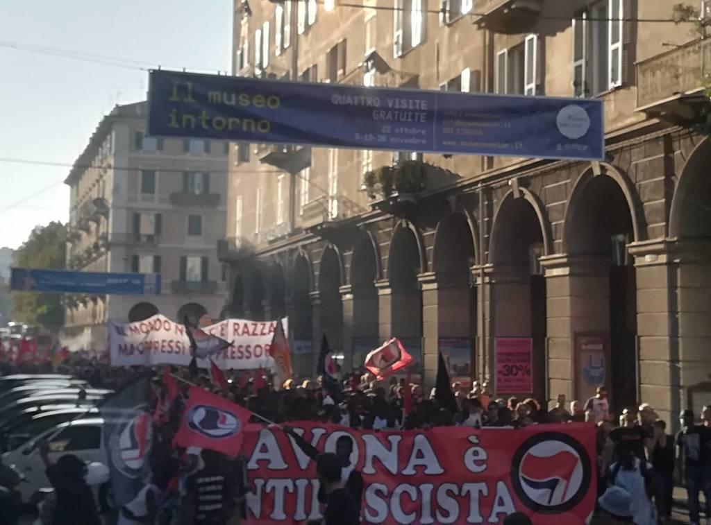 Savona, il corteo antifa