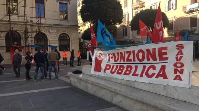 Savona, lo sciopero dei lavoratori Ata Spa