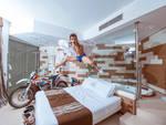Vanni Oddera con la nuova Ktm Elettrica al Mare Hotel