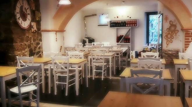 Trattoria con cucina casalinga a pranzo, elegante locale per ...