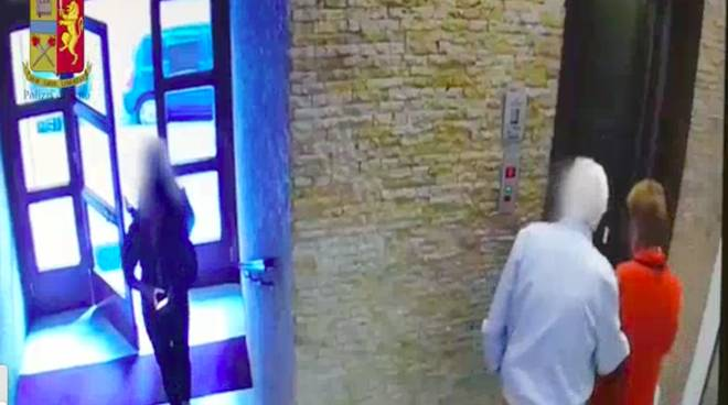Genova, anziani pedinati e derubati: arrestate due ragazze