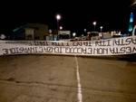 Lo striscione di Fiamma nazionale riportato a moconesi dagli antifascisti