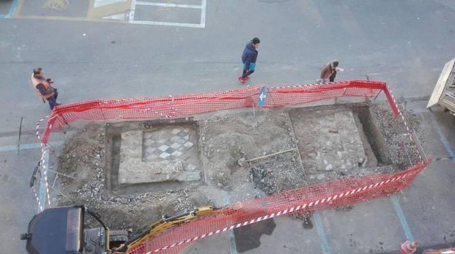Reperti archeologici in piazza Paccini ad Alassio