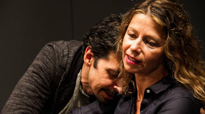 Spettacolo teatro cargo Amanda Sandrelli